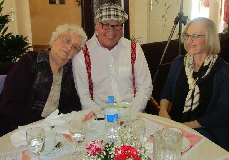 partager-repas-avec-ses-proches-en-residence-seniors